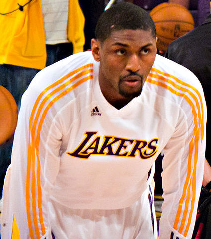 425px-Ron_Artest_Lakers_warmup
