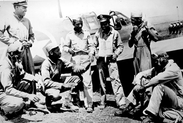 640px-Tuskegee_airmen_(archive_photo)