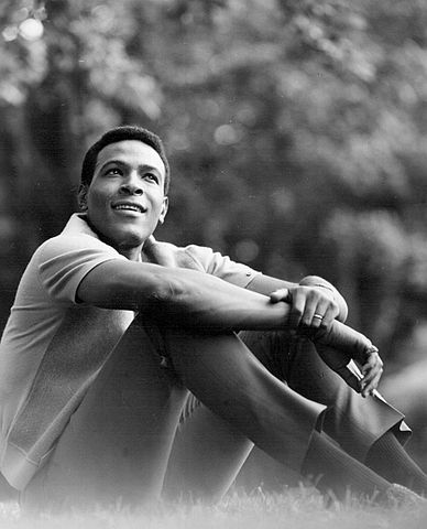 388px-Marvin_Gaye_1966-2