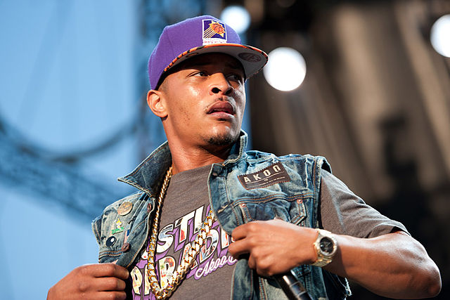 640px-T.I._performing_in_concert,_wearing_a_Phoenix_Suns_cap