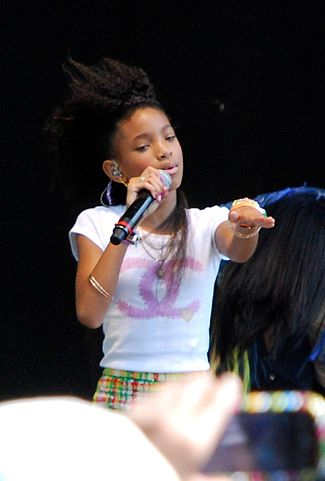 325px-Willow_performing_at_the_White_House_Easter_Egg_Roll_in_2011