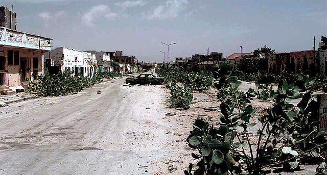 640px-An_abandoned_MOGADISHU_Street_known_as_the_Green_Line,_Jan_1993