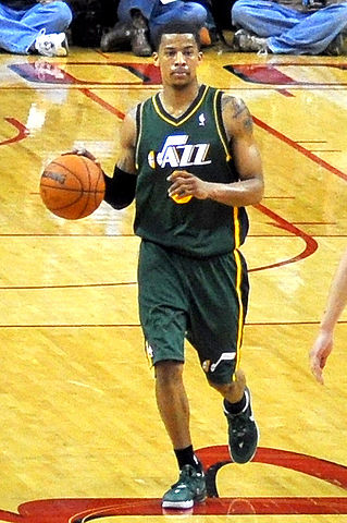 319px-Trey_Burke_Jazz_dribble