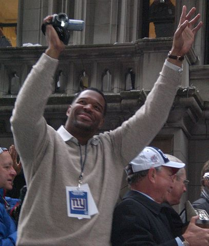 407px-Michael_Strahan_superbowl_parade