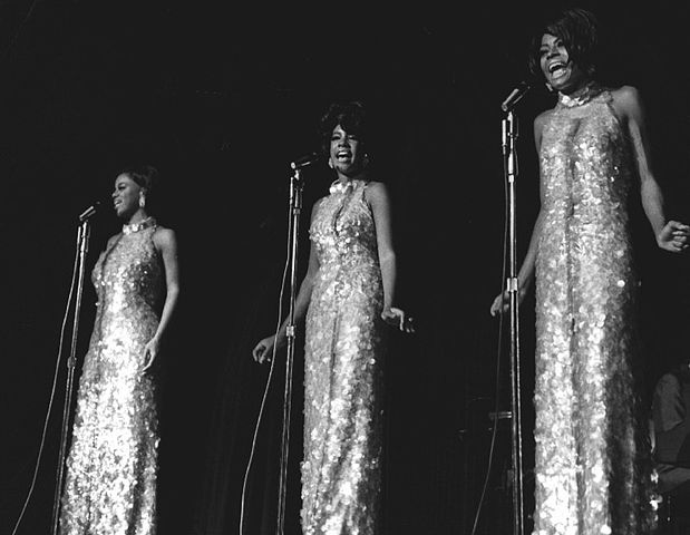 619px-The_Supremes_Frontier_Hotel_Las_Vegas_1969