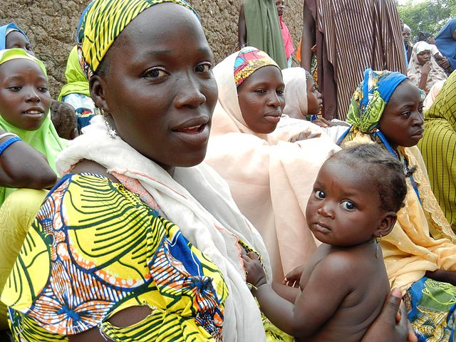 640px-A_woman_attends_a_health_education_session_in_northern_Nigeria_(8406369172)-2