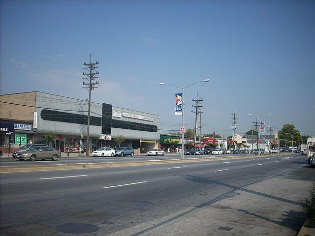 640px-Cross_Bay_Boulevard_(Howard_Beach)