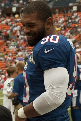 320px-Julius_Peppers_(cropped)-2
