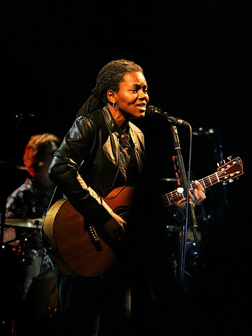 360px-Tracy_Chapman_1